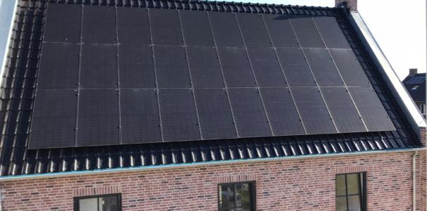 Installatie van 87 zonnepanelen en elektra, 3 vrijstaande huizen, te Kesteren.